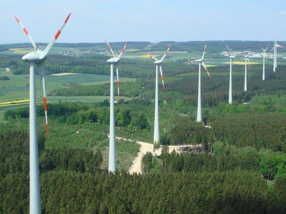 Windpark im Wald: Anlage bei Kisselbach/Liebshausen in der Verbandsgemeinde Rheinböllen in Rheinland-Pfalz.