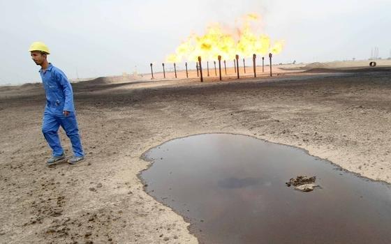 Große Mengen Gas werden auf den Ölfeldern rund um Basrah abgefackelt. Gemeinsam mit Shell und Mitsubishi will der Irak das Gas nun auffangen und nutzen.
