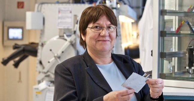 Durchbruch gelungen: Das Forscherteam um Dr. Margret Wohlfahrt-Mehrens hat Energiespeicher entwickelt, die mehr als 10 000 Ladezyklen ohne wesentliche Leistungsverluste überstehen.