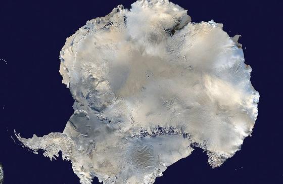 Die Antarktis war einst warm und ein freundlicher Lebensraum. Das änderte sich, als vor 49 Millionen Jahren die Landverbindung zu Australien auseinander brach. Das haben Wissenschaftler aus der Untersuchung von Bohrkernen herausfinden können.