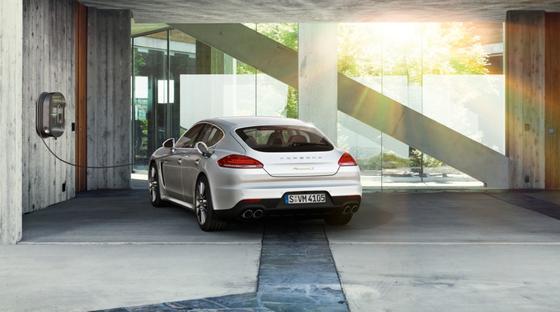 Mit dem Porsche Panamera S E-Hybrid lassen sich Kurzstrecken rein elektrisch bewältigen.