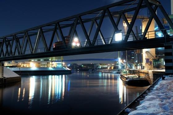RheinCargo, das Gemeinschaftsunternehmen der Häfen und Güterverkehr Köln AG und der Neuss-Düsseldorfer Häfen GmbH & Co. KG, will das Transportgeschäft zwischen den nahen Seehäfen (Antwerpen, Rotterdam, Amsterdam) und dem Rheinland sowie weiter nach Süden entlang der Rheinschiene in Richtung Schweiz ausbauen.