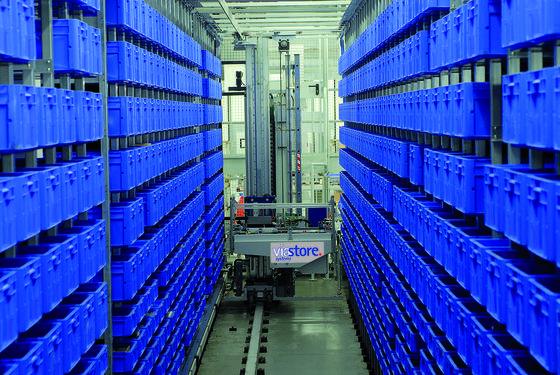 Lager und Produktion werden in modernen Anlagen über ein Warehouse-Management-System verknüpft. Im Bild: ein automatisches Hochregallager der Stuttgarter Firma Viastore Systems.