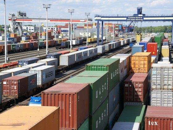 <p>Logistikdrehkreuz: In Nürnberg sichert das Tricon Container Terminal den schnellen Güterwechsel zwischen Schiene, Wasser und Straße.