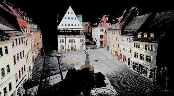 Bei Bauen in historischen Ensembles bietet 3-D-Scanning optimale Daten über die vorhandene Bausubstanz. Im Bild ein Scan des historischen Marktplatzes von Eisleben.