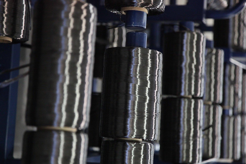 Kohlefasern sind im Leichtbau das Material der Zukunft. Allerdings lassen sich die einmal verbauten Fasern nur schwer recyceln.
