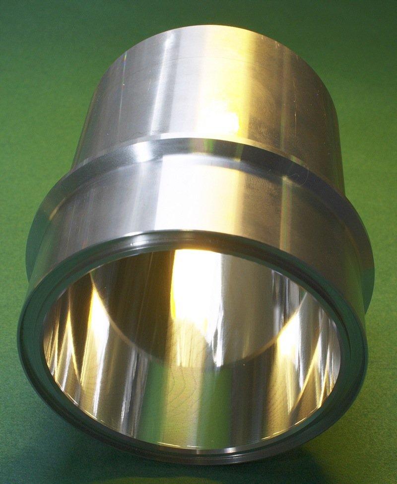 Für das Präzisionsbohren von Zylinderlaufflächen kommen definierte Schneiden zum Einsatz, deren Geometrie spezifischausgelegt wurde. Dadurch kann eine sehr hohe Oberflächengüteerreicht werden.