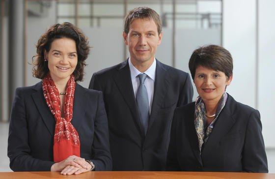 Zwei, die es geschafft haben: Claudia Nemat (li.) und die frühere baden-württembergischen Bildungsministerin Marion Schick gehören dem Vorstand des Dax-Konzerns Deutsche Telekom an. In ihrer Mitte: Noch-Telekom-Chef René Obermann.