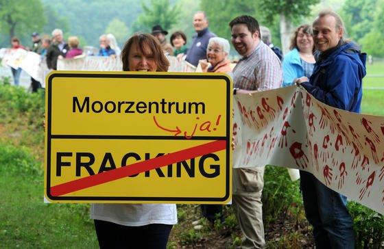 Demonstration gegen Frackingpläne in Niedersachsen: Auch der Umweltrat sieht Fracking kritisch und hält diese Art der Energiegewinnung für unnötig in Deutschland.