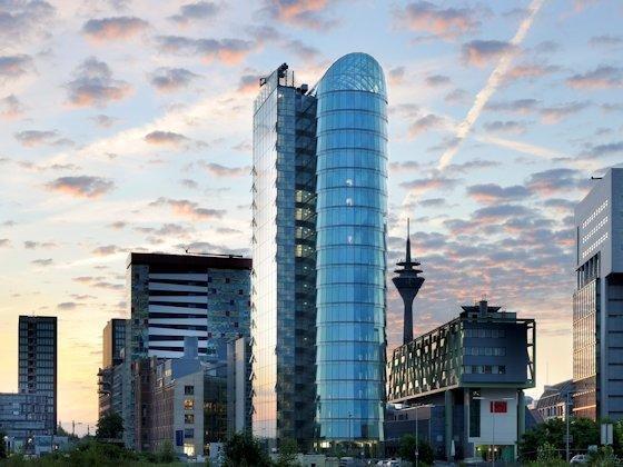 """<p>Im Bürohochhaus """"Sign Office"""" im Düsseldorfer Medienhafen erlaubt konsequente Gebäudeautomation hohe Flexibilität in der Raumgestaltung ohne zusätzlichen Installationsaufwand (Architekt: Helmut Jahn)."""