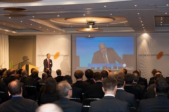 Auf dem ersten Effizienz-Gipfel des Stiftungsinstituts der Universität Stuttgart EEP warBundesumweltminister Peter Altmaier live zugeschaltet.
