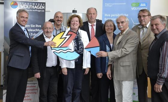 DieBürgerEnergieGenossenschaft Wolfhagen hat 2012 ein Viertel der Anteil an den Stadtwerken Wolfhagen in Hessen übernommen. Damit bestimmen die Bürger der Gemeinde Wesentlich mit, wie sich die Stadtwerke entwickeln. Sie nutzen die Chancen der Energiewende und haben einen Solarpark in der kleinen Gemeinde errichtet