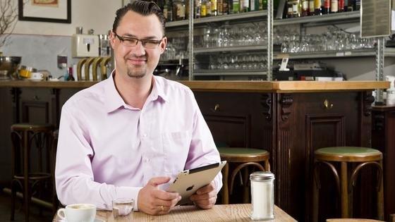 Daniel Höpfner, Gründer und Geschäftsführer von PressMatrix, bringt Artikel aus Zeitschriften und Zeitungen auf mobile Endgeräte.