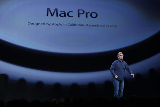 Apples Marketing-Chef Philip Schiller gewährte auf der WWDC 2013 den ersten Blick auf den neuen Mac Pro.