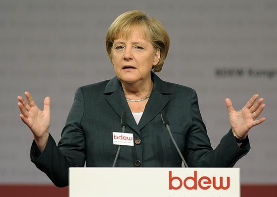 Genau beobachtet wurde Bundeskanzlerin Angela Merkel (CDU) auf der Jahrestagung des Bundesverbandes der Energie- und Wasserwirtschaft (BDEW). Einig sind sich Verband und Bundeskanzlerin in einem: Es gilt bei der Energiewende europäisch zu denken.