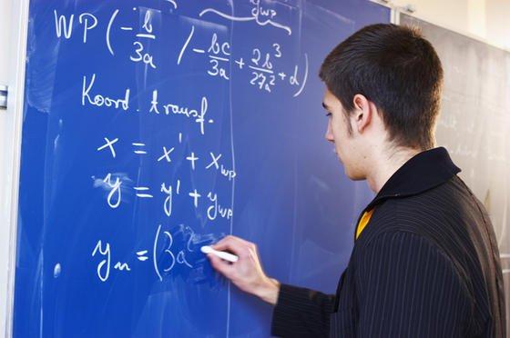Rund die Hälfte aller Oberstufenschüler finden Mathematik- und Physik langweilig.