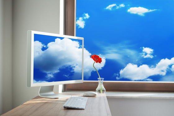 So wie die Wolken um die Welt ziehen, ermöglichen Cloud-Dienste Zugriff auf Daten wie Fotos, Filme, Musik, Geschäftsdaten von jedem Ort der Welt - egal, ob vom Hotelzimmer, Flughafen oder privaten Arbeitszimmer aus. Cloud-Anbieter kämpfen mit immer härteren Bandagen um Kunden.