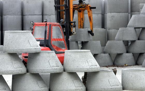 Neue Bestimmungen erschweren das Recycling von Abfallstoffen beispielsweise am Bau. Das niedersächsische Umweltministerium befürchtet, dass durch Recycling belasteter Materialien großflächig Schadstoffe in die Umwelt geraten.