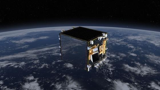 Der europäische Satellit PROBA-V hat auch eine Nutzlast des Deutschen Zentrums für Luft- und Raumfahrt (DLR) mit an Bord: Der Empfänger ortet die ADS-B-Signale von Flugzeugen mit einer speziellen Antenne, während der Trägersatellit in 820 Kilometern Höhe um die Erde kreist.