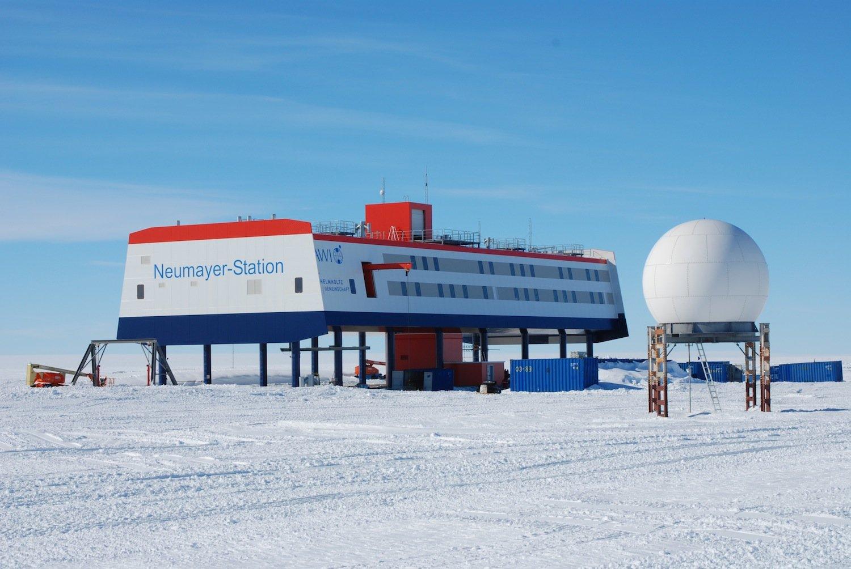 Die deutscheForschungsstation Neumayer III des Alfred-Wegener-Instituts in der Antarktis. Hier wird seit Jahren der Zustand der Ozonschicht überwacht
