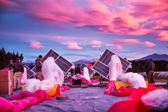 30 Ballons mit Internet-Technik an Bord ließ Google in Neuseeland in die Stratosphäre aufsteigen. Hier im Bild die Vorbereitungen am Boden.