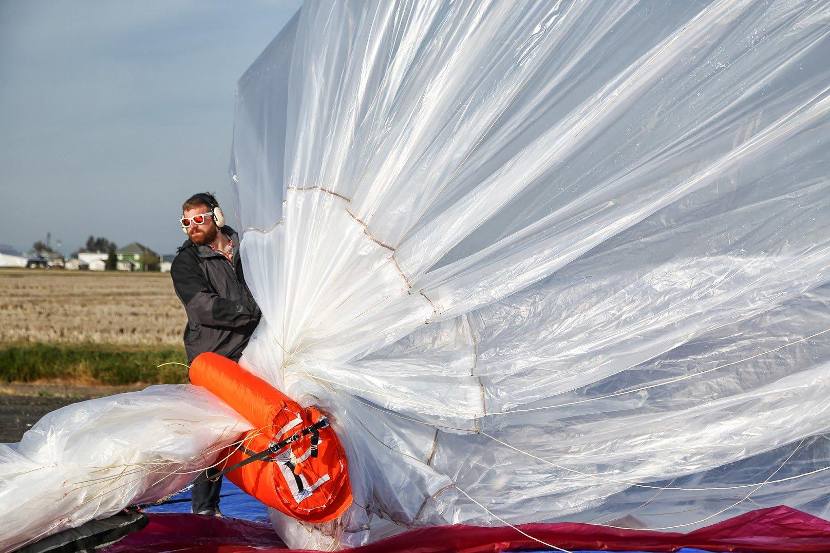 Es wird laut beim Start der Google-Ballons, wenn das Helium eingefüllt wird.