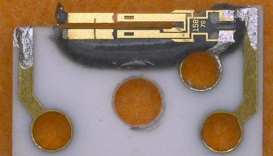 """Der """"qPlus Sensor"""" basiert auf einer Stimmgabel aus Quarz für höchstauflösende Rasterkraftmikroskopie."""