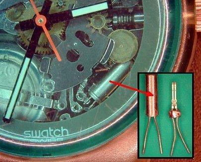 Die Stimmgabeln aus Quarz stammen aus Swatch-Uhren.