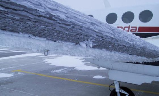 Vereiste Tragflächen: Fraunhofer Forscher entwickeln gemeinsam mit Partnern aus Europa und Japan eine neue Technik zur Enteisung von Flugzeugoberflächen.