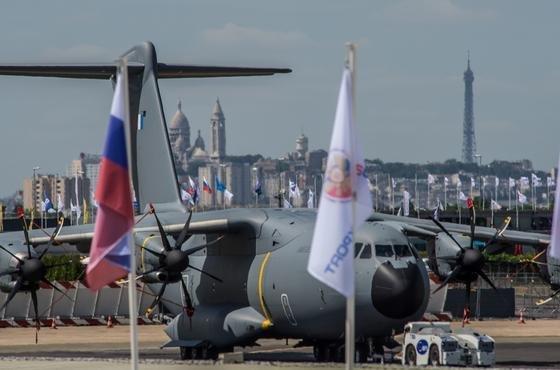 Blickfang in Le Bourget in Paris: der Militärtransporter A400M von Airbus, hier in einer Version der französischen Luftwaffe.