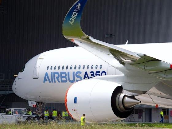 Prestigeobjekt: Der Jungfernflug der A350 kurz vor der Pariser Luftfahrtschau in Le Bourget war ein Coup. Inzwischen hat Airbus zahlreiche Bestellungen erhalten.