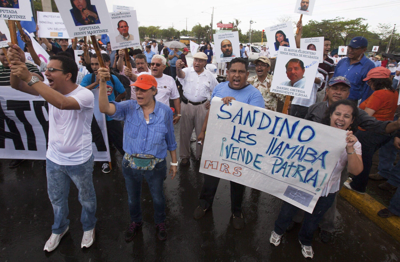 Nicaraguanische Bürger protestieren gegen den Beschluss der Nationalversammlung, die Konzession für den Bau des Mega-Kanals an den Hongkonger Unternehmer Wang Jing zu vergeben.