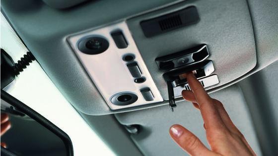 Gut ausgerüstet: BMW verfügt mit dem Assist Advanced eCall über eine über die Anforderungen des Crashtests hinausreichende Sicherheitstechnologie. Das Notrufsystem ConnectedDrive ist für alle BMW Modelle verfügbar.