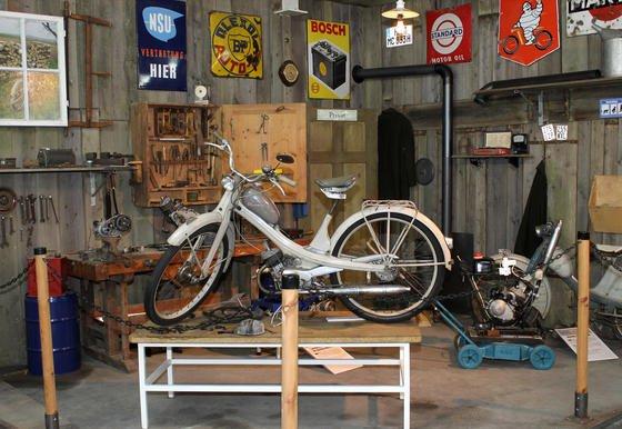 Mobil und unabhängig für wenig Geld: Die NSU Quickly steht für das Lebensgefühl der 50er-Jahre. Das kleine Zweirad hatte 1,4 PS und verbrauchte weniger als zwei Liter auf 100 Kilometer. Das Technikmuseum in Sinsheim widmet dem 60. Geburtstag eine Sonderausstellung.