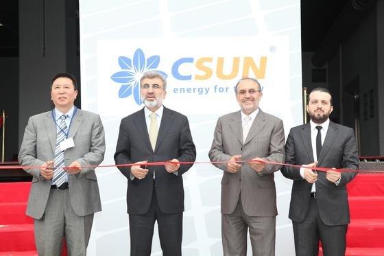 Ende Mai eröffnete China Sunergy (CSUN) die bisher größte Modulfertigung in der Türkei. Sie soll laut Engin Yaman, General Manager Central Europe, bis Ende des Jahres auf eine jährliche Kapazität von 300MW bei Modulen und 100MW bei Solarzellen ausgebaut werden.