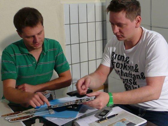 Wenn Merlin Becker (links) und Steffen Bittmann die Köpfe zusammenstecken, dreht es sich nicht immer nur um Kuckucksuhren. Hier reifen auch andere Pläne.