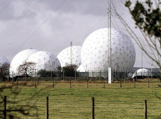 Eine Abhörstation auf dem Royal Air Force Stützpunkt Menwith Hill, nahe Harrogate.