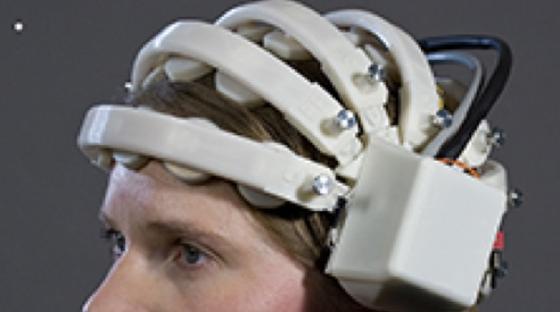 Neuer leichter EEG-Helm zur kapazitiven Messung von Gehirnsignalen.