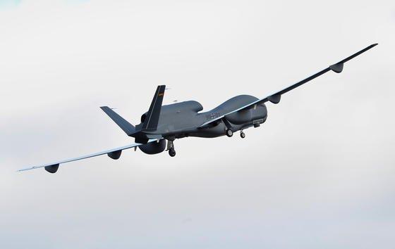 Ein Drohnen-Untersuchungsausschuss soll jetzt klären, was diePanne um den Euro Hawk wirklich gekostet hat und wer dafür verantwortlich ist.