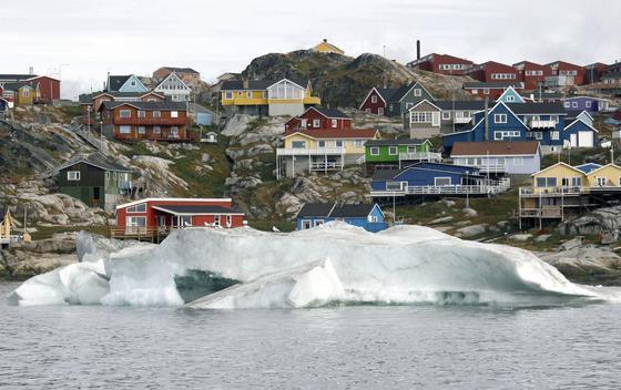 Grönland ist reich an wichtigen Rohstoffen. Doch der Abbau fällt schwer, weil das Land kaum Infrastruktur bietet. Oft fehlen sogar Straßen zwischen den Städtchen.