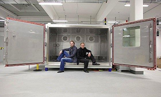 Die Unternehmensgründer Julian und Nils Stentenbach haben sich auf Prüftechniken spezialisiert und sehen Wachstumsmöglichkeiten durch die Elektromobilität und Energiespeicher.
