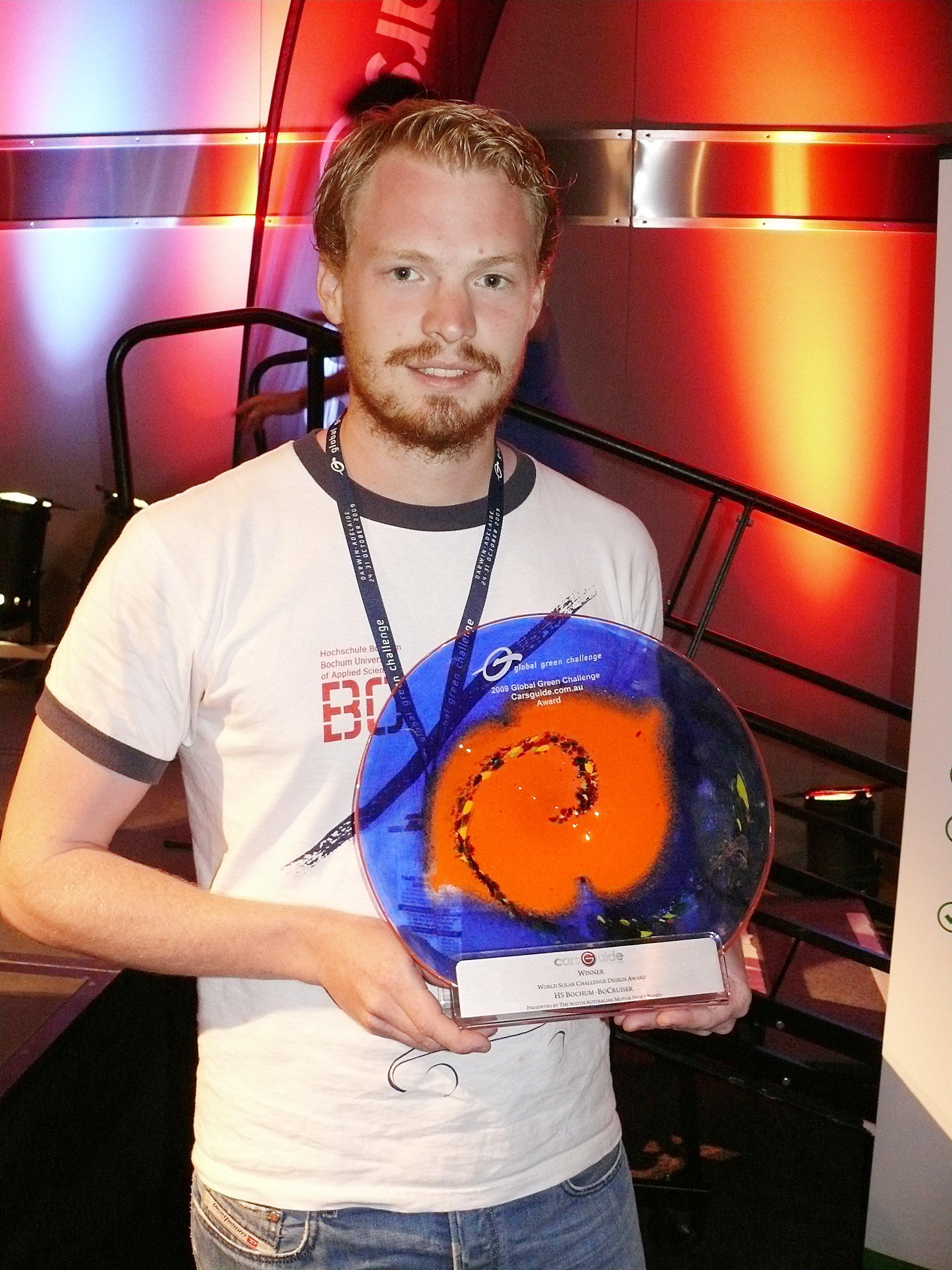 Julian Stentenbach mit dem Design Award der Global Green Challenge 2009 in Australien.