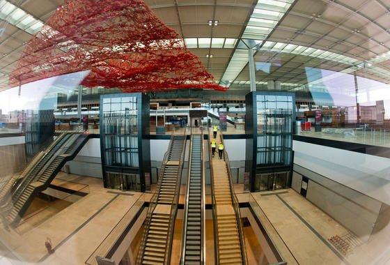Noch ungenutzt: Das Terminal des neuen Flughafens Berlin Brandenburg Airport Willy Brandt (BER) in Schönefeld (Brandenburg).