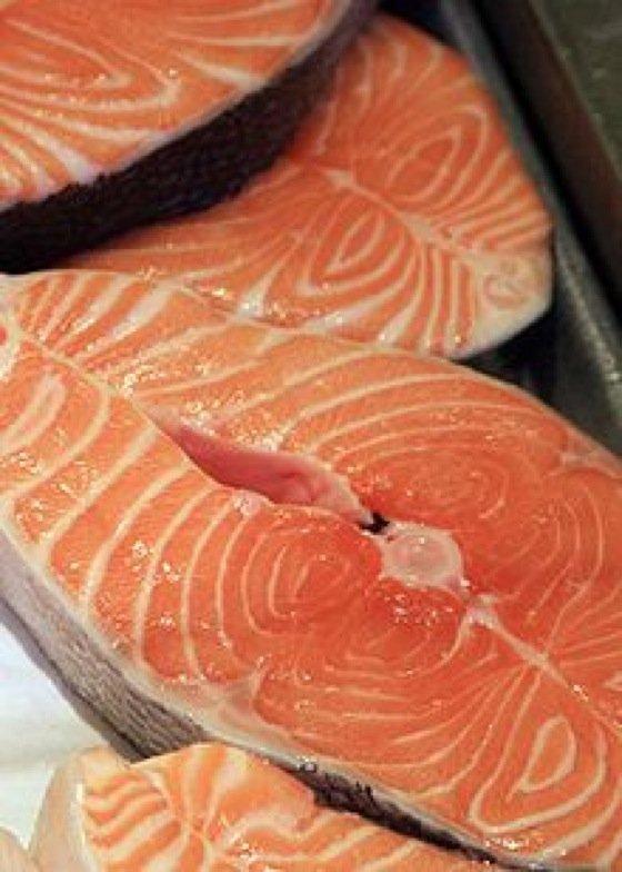 Das Essen von Lachs soll gegen Brustkrebs vorbeugen.