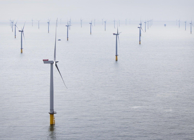 Mit einer Fläche von 100 Quadratkilometern und einer Leistung von 630 Megawatt ist London Array der größte Windpark der Welt.