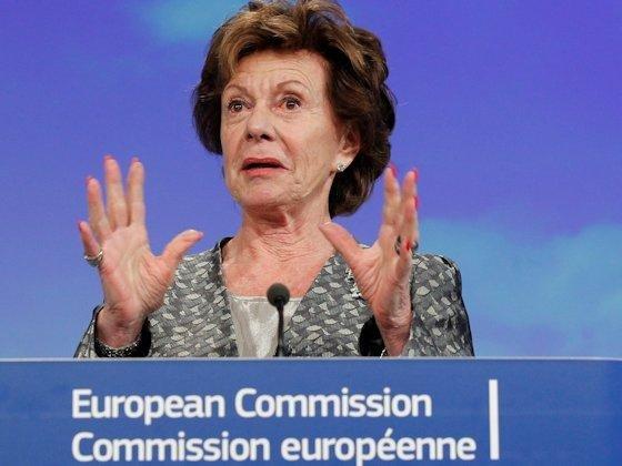 Eine große Lücke klafft laut EU-KommissarinNeelie Kroes zwischen der Internetgeschwindigkeit am Anschluss und der in Verträgen zugesicherten.