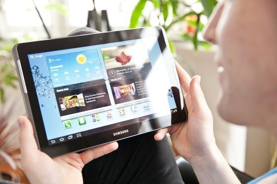 Die von der Deutschen Telekom ins Spiel gebrachte Drosselung von Internetverbindung hat eine Diskussion um die Netzneutralität ausgelöst. Das Bundeskabinett beschäftigt sich mit dem Thema voraussichtlich im August.