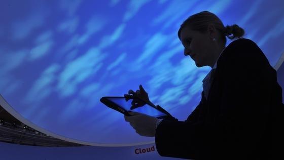 Arbeiten in der Cloud: Trotz der jüngsten weltweiten Abhörskandale rät Lars Kroll, Experte des Sicherheitslösungsanbieters Symantec, weiter zum Arbeiten in derCloud. Vor allem in mittelständischen Unternehmen erhöhe dies die gesamte Sicherheit.