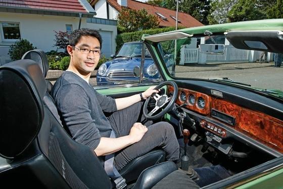 Sein Schmuckstück: Wirtschaftsminister Philipp Rösler fährt in der Freizeit ein lindgrünes Mini-Cabrio aus dem Jahr 1974.