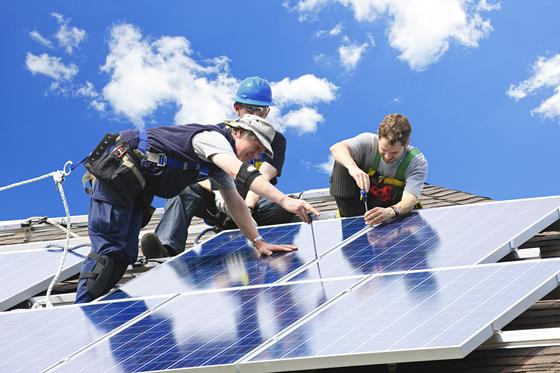 Im vergangenen Jahr wurden so viele Solaranlagen in Deutschland installiert, wie noch nie. Siemens und E.ON fordern ein Umsteuern bei der Subvention von Photovoltaik.